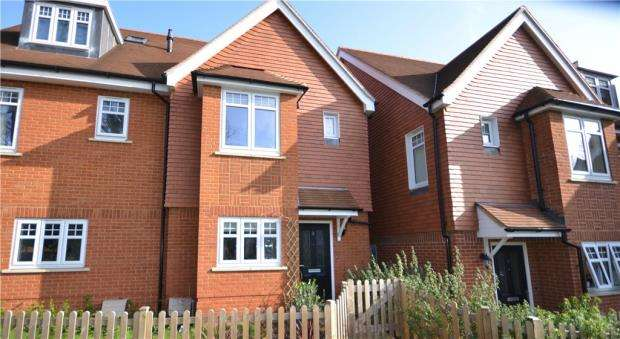 3 Bedrooms Semi Detached House for sale in Bhamra Gardens, Maidenhead, Berkshire