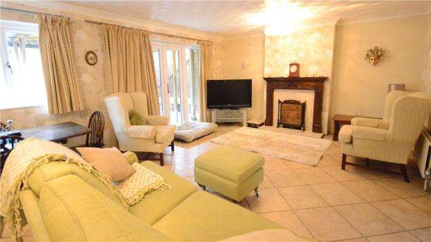3 Bedrooms Semi Detached House for sale in Grampian Road, Little Sandhurst, Berkshire