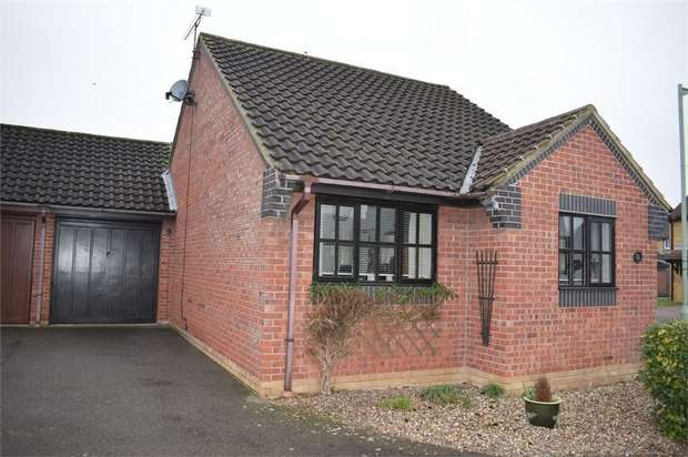 2 Bedrooms Detached Bungalow for sale in Dewar Lane, Kesgrave, Ipswich, Suffolk