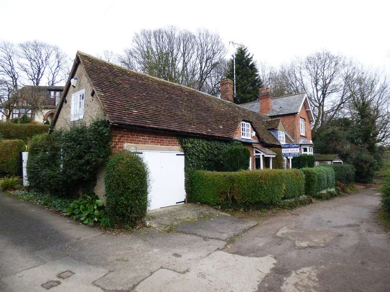 3 Bedrooms End Of Terrace House for sale in Lower Ladyes Hill, Kenilworth