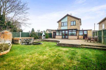 3 Bedrooms Detached House for sale in Earsham, Bungay, Norfolk