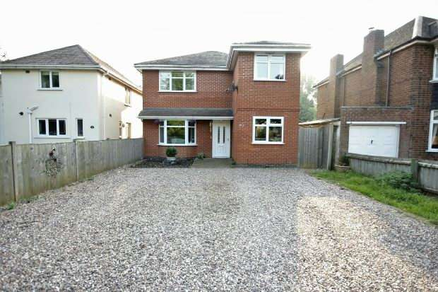 4 Bedrooms Detached House for sale in Newbold Road, Newbold On Avon, RUGBY