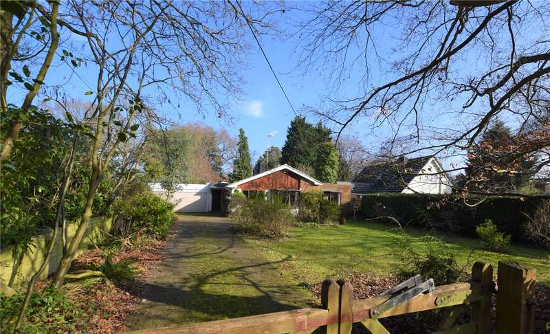 4 Bedrooms Detached Bungalow for sale in Island Farm Road, Ufton Nervet, Reading, RG7