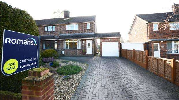 3 Bedrooms Semi Detached House for sale in Beetons Avenue, Ash, Surrey