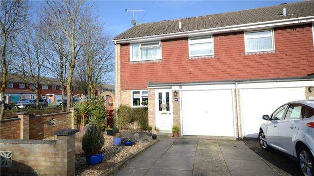 3 Bedrooms End Of Terrace House for sale in Highclere Road, Aldershot, Hampshire