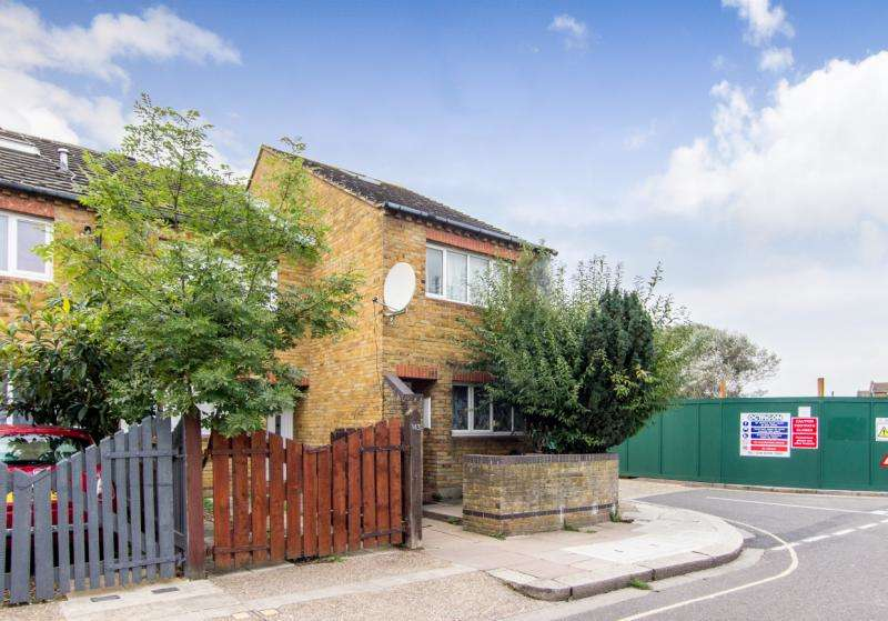 3 Bedrooms Terraced House for sale in Stevenage Road, Fulham & Parsons Green, SW6