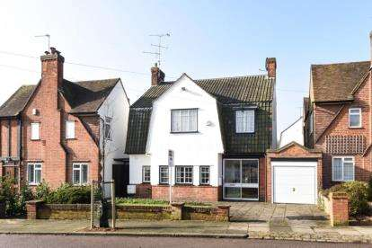 5 Bedrooms Detached House for sale in Friary Way, Finchley