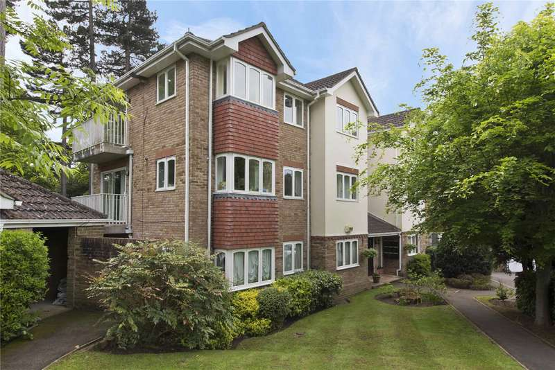 2 Bedrooms Flat for sale in St. Charles Court, St. Charles Place, Weybridge, Surrey, KT13