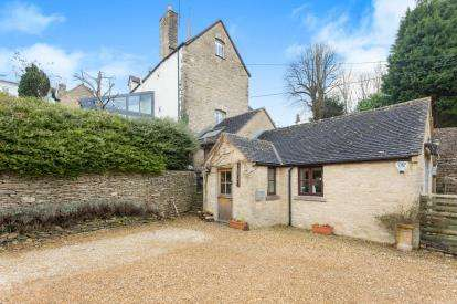3 Bedrooms End Of Terrace House for sale in Black Horse Hill, Tetbury, Gloucestershire