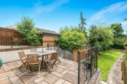 3 Bedrooms Bungalow for sale in Southampton, Hampshire