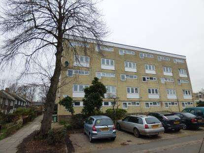 2 Bedrooms Flat for sale in Lordswood, Hampshire