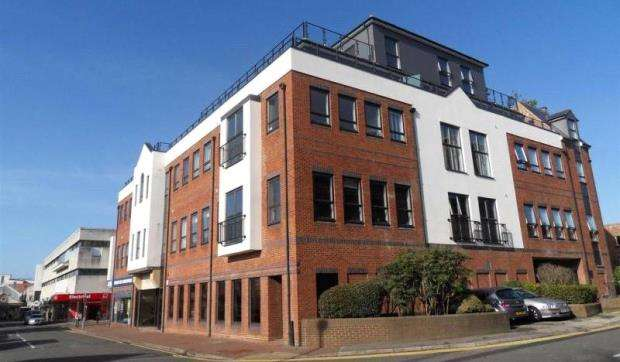 2 Bedrooms Apartment Flat for sale in St. Georges Court, St. Georges Road, Camberley