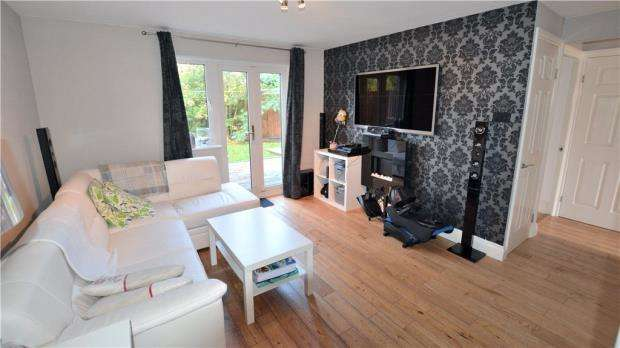 1 Bedroom Maisonette Flat for sale in Cedars Drive, Hillingdon, Middlesex