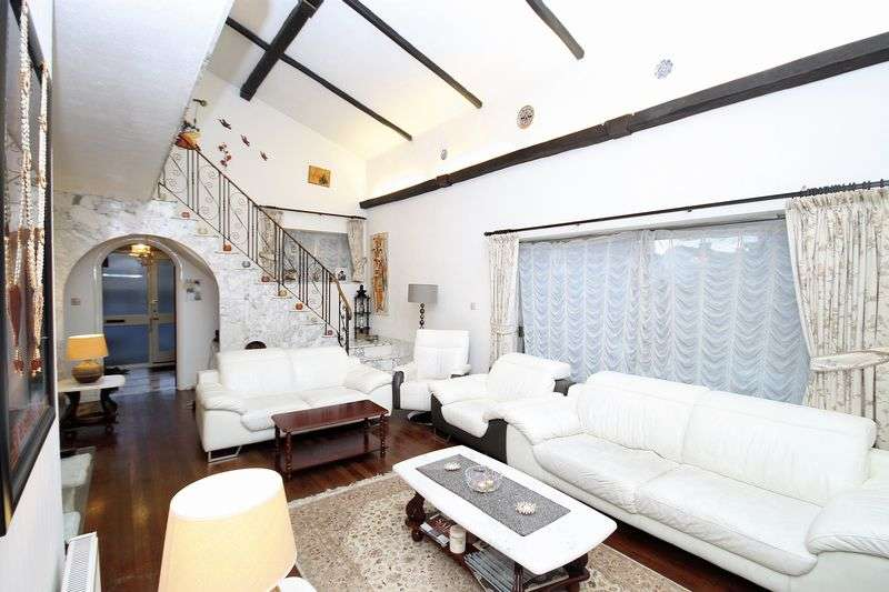 4 Bedrooms Detached House for sale in Adelaide Road, Southall