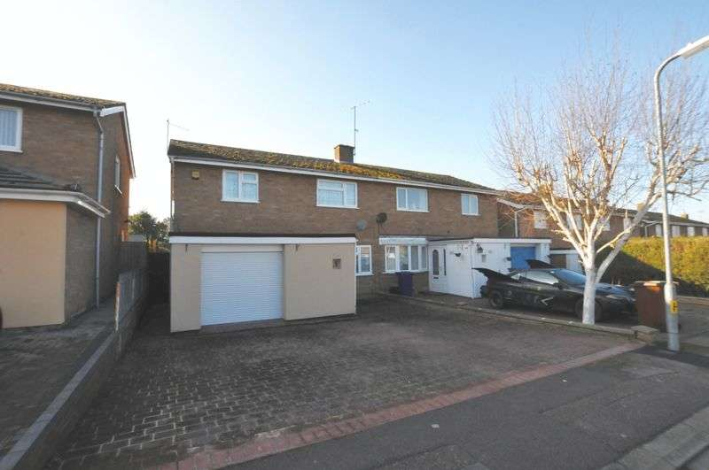 3 Bedrooms Semi Detached House for sale in Honey Way, Royston