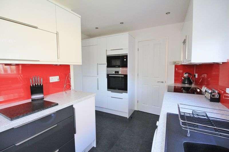 3 Bedrooms Semi Detached House for sale in 114 Arundel Drive, Poulton-Le-Fylde, FY6 7TR