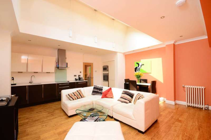 2 Bedrooms Mews House for sale in Hydefarm Estate, Balham, SW12