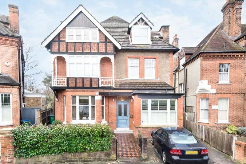 3 Bedrooms Flat for sale in Waldegrave Gardens, Strawberry Hill, TW1