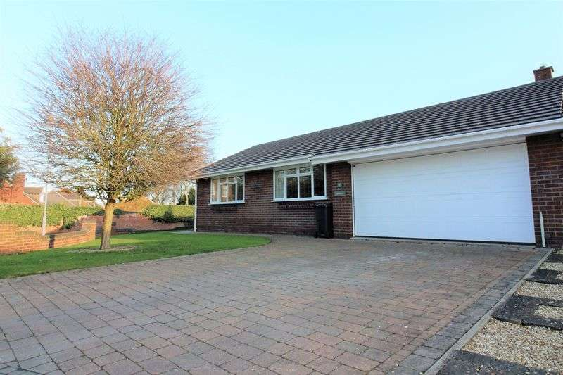 4 Bedrooms Detached Bungalow for sale in Tarrant Court, Mollington, Chester