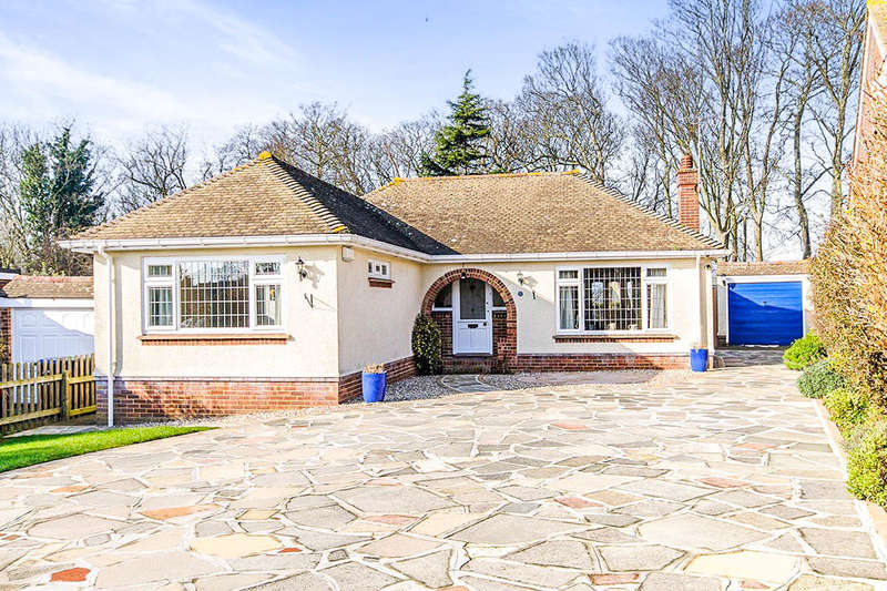 2 Bedrooms Detached Bungalow for sale in Dane Court Gardens, Broadstairs, CT10