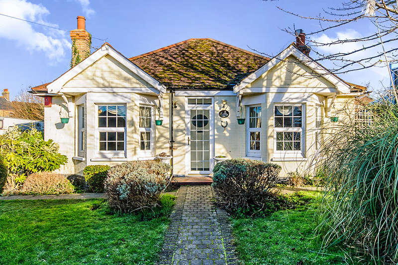 3 Bedrooms Detached Bungalow for sale in Downs Road, Ramsgate, CT11
