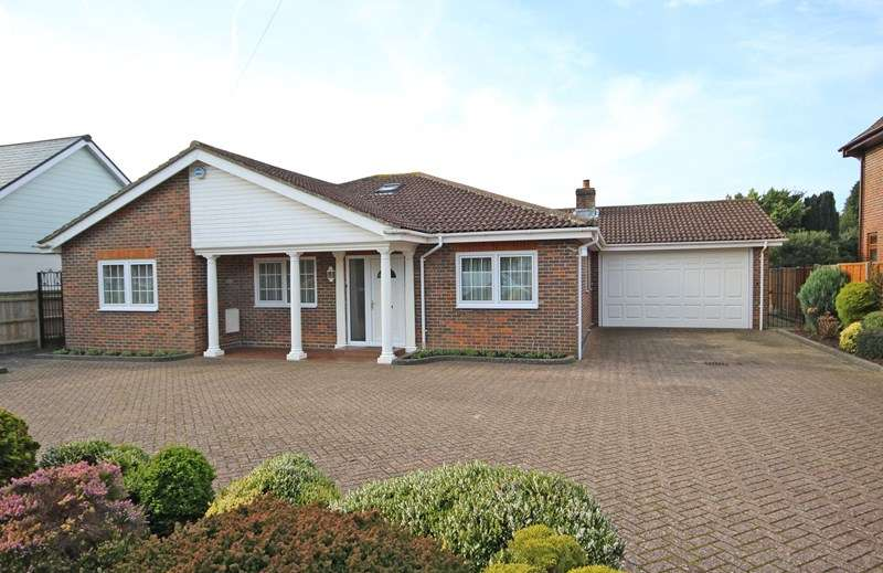 3 Bedrooms Detached Bungalow for sale in York Avenue, New Milton