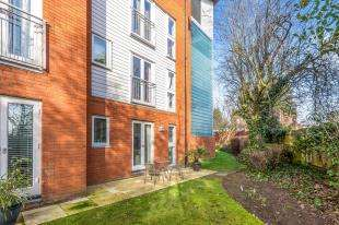 3 Bedrooms Flat for sale in Kings Walk, Holland Road, Maidstone, Kent