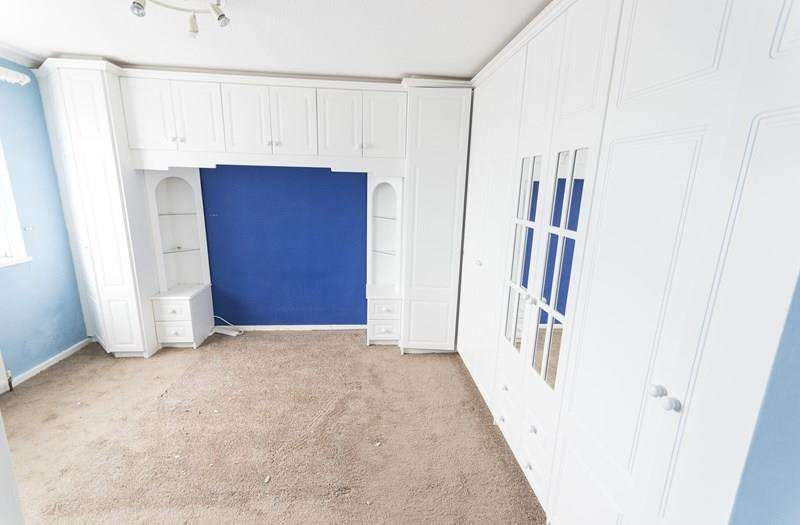 3 Bedrooms Terraced House for sale in East Avenue, Oldbury