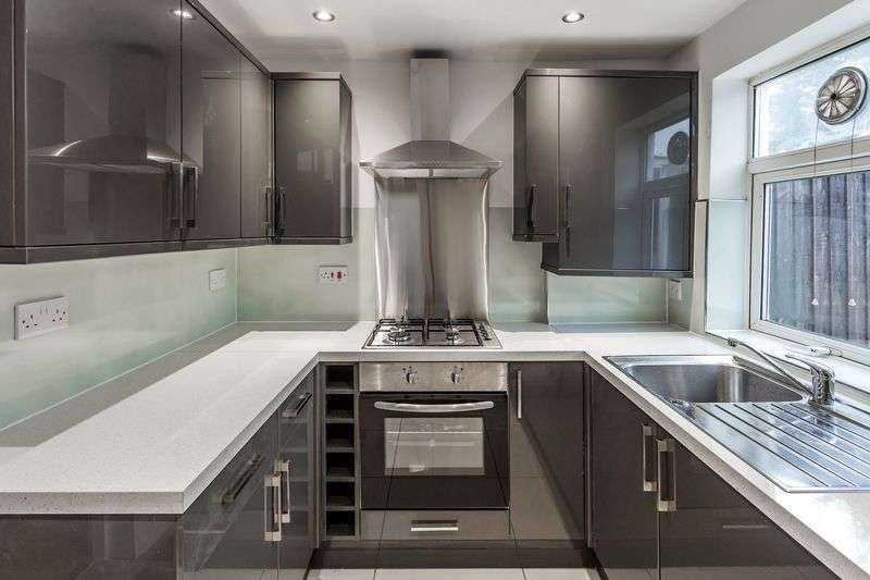 3 Bedrooms Terraced House for sale in Pemdevon Road, Croydon