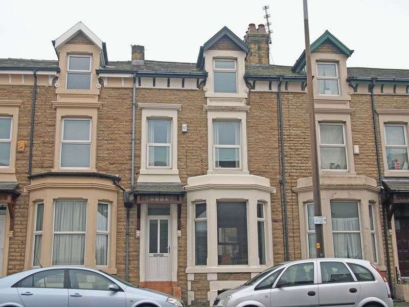 3 Bedrooms Terraced House for sale in Central Drive, Morecambe