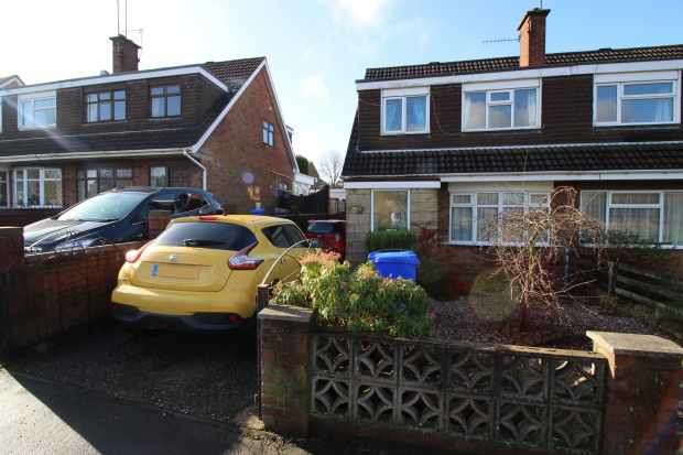 3 Bedrooms Semi Detached House for sale in Chell Heath Road,, Stoke-On-Trent, Staffordshire, ST6 6HJ