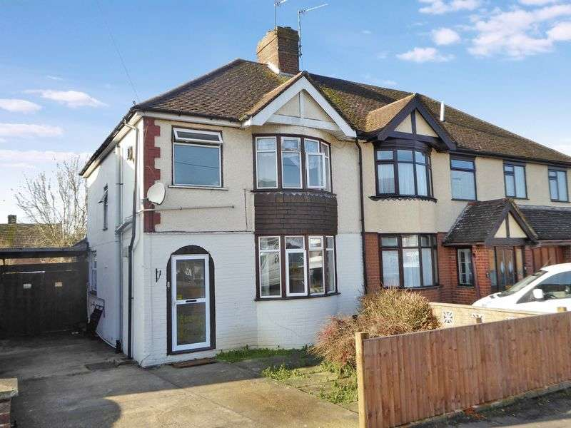 3 Bedrooms Semi Detached House for sale in The Retreat, Dunstable