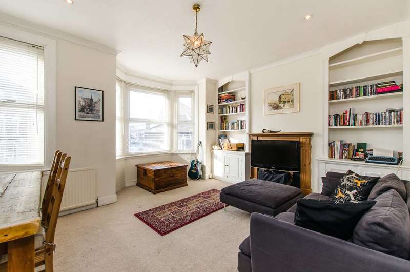 3 Bedrooms Flat for sale in Plough Road, Clapham Junction, SW11