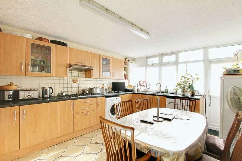 4 Bedrooms Terraced House for sale in Lovett Way, London