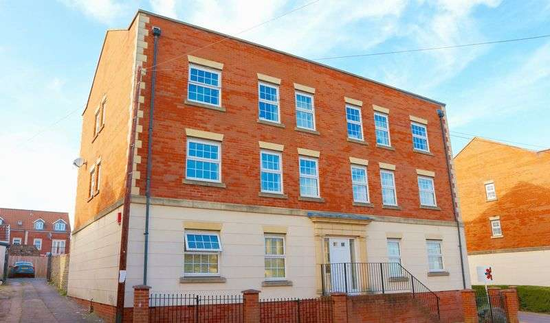 2 Bedrooms Flat for sale in Trinity Court, Kingswood, Bristol, BS15 4FG
