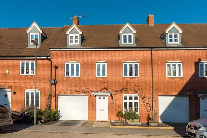 4 Bedrooms Terraced House for sale in Wall Brown Way, Aylesbury, Buckinghamshire, HP19