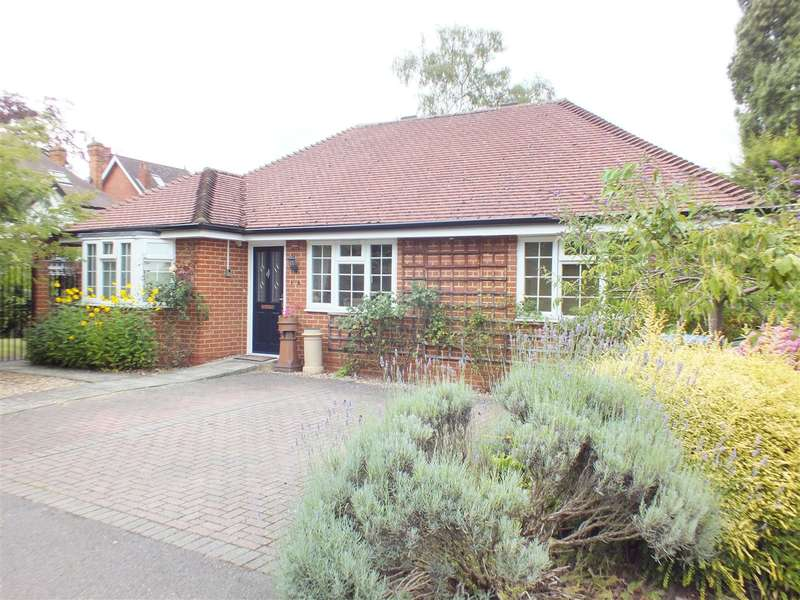 2 Bedrooms Property for sale in Crossway, Walton-On-Thames