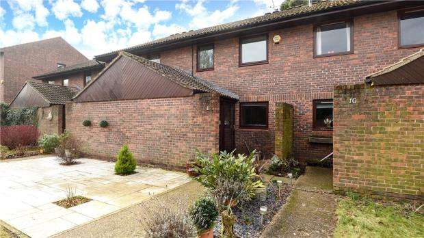 3 Bedrooms Terraced House for sale in Island Close, Staines-upon-Thames, Surrey