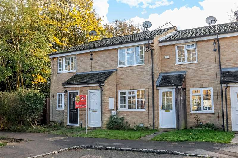2 Bedrooms Terraced House for sale in Hungerford Close, Snaprails Park, Sandhurst