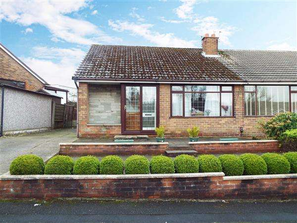 2 Bedrooms Semi Detached Bungalow for sale in Linkside Avenue, Royton