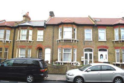 3 Bedrooms Flat for sale in Plaistow, London, England