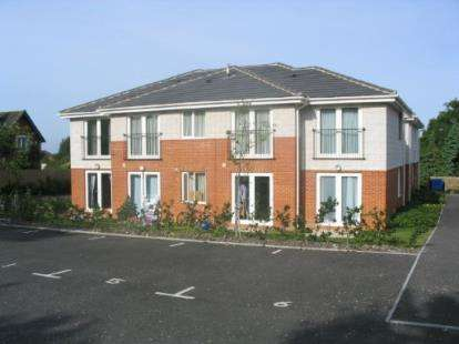 2 Bedrooms Flat for sale in 64 Oakdale Road, Poole