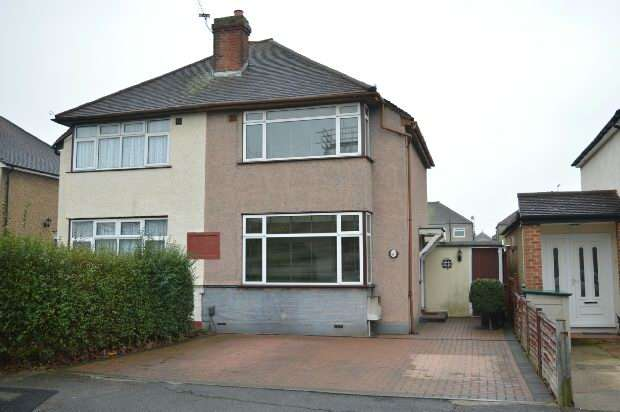 2 Bedrooms Semi Detached House for sale in Oakcroft Road, Chessington