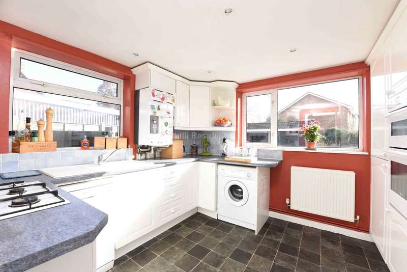 2 Bedrooms Maisonette Flat for sale in Southwood Road, Farnborough
