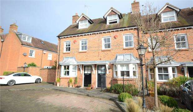 3 Bedrooms Terraced House for sale in Barnwells Court, High Street, Hartley Wintney