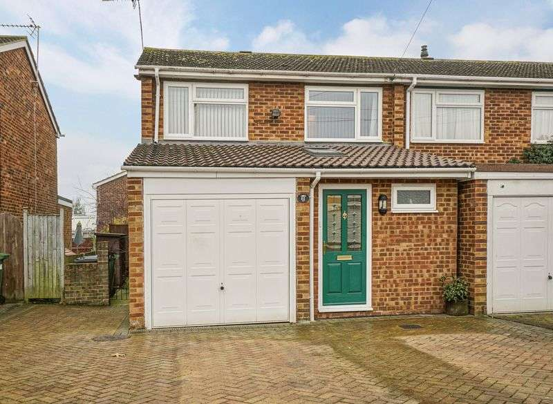 3 Bedrooms Terraced House for sale in Philip Gardens, St. Neots