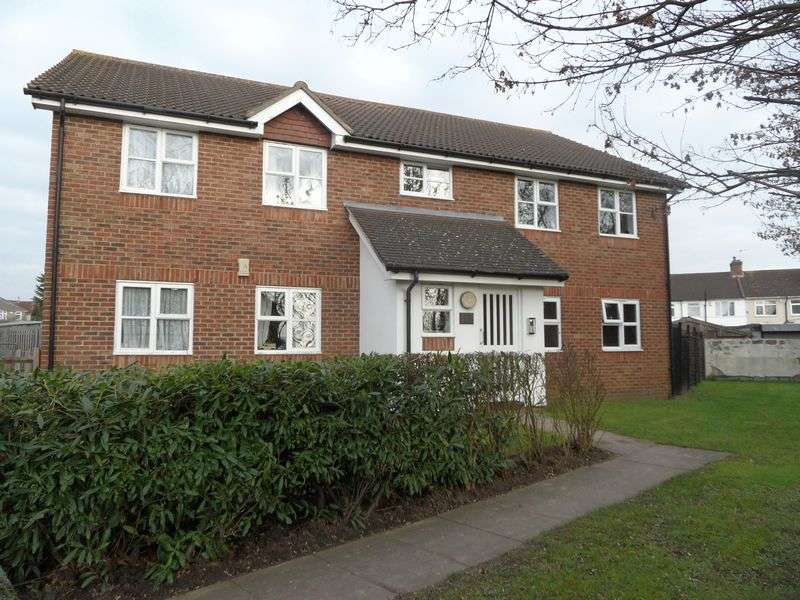 2 Bedrooms Flat for sale in Pallister Drive, Rainham Essex