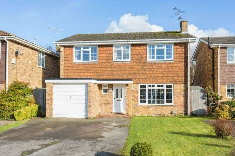 4 Bedrooms Detached House for sale in Denham Walk, Chalfont St Peter
