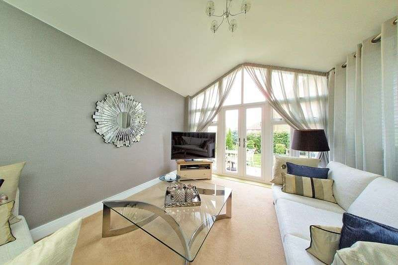 3 Bedrooms Detached House for sale in The Boulevard, Bognor Regis, PO21