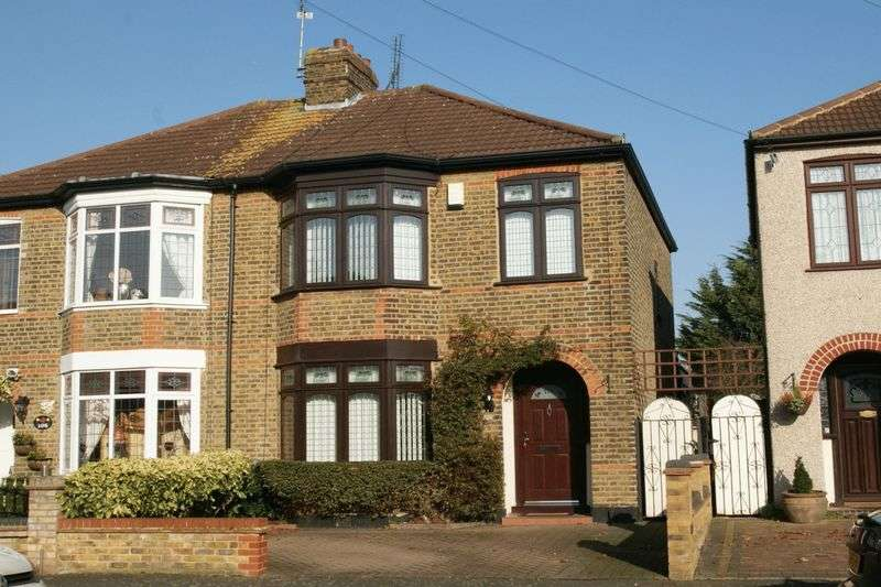 3 Bedrooms Semi Detached House for sale in Hainault Road, Romford
